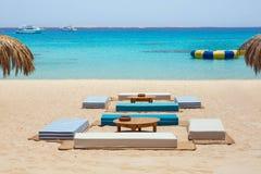 Plażowa leżanka przy Mahmya wyspą, Egipt fotografia stock