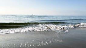Plażowa powietrzna kipiel macha na słonecznym dniu zdjęcie wideo