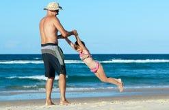 Plażowa rodzinna zabawa zdjęcia stock