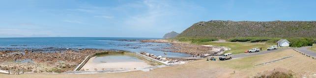 Plażowa scena przy Bordjiesrif przy przylądka punktem Fotografia Stock
