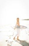 plażowa seksowna chodząca kobieta fotografia royalty free