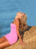 plażowa seksowna siedząca kobieta Obrazy Royalty Free