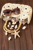 Plażowa torba i okulary przeciwsłoneczni fotografia stock
