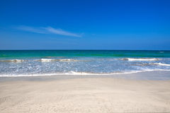 plażowe błękitny jasne krystaliczne wody Obrazy Royalty Free