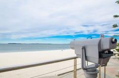 Plażowe lornetki z nadmorski widokiem przy Brighton Le Piasek plażą, Sydney, Australia fotografia stock