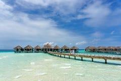 Plażowe wille przy tropikalną Maldives wyspą zdjęcie stock