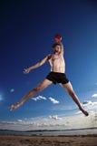 plażowego błękitny gemowego skoku męska gracza nieba siatkówka Obraz Stock