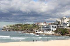 plażowego bondi chmurnego dzień sławny niski sezon Zdjęcie Royalty Free