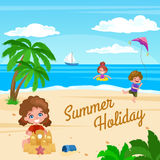 plażowego Brighton krzesła dzień pokładu England wakacyjny lounger nadmorski lato słońce wietrzny Zdjęcie Royalty Free