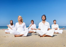 Plażowego joga równowagi spokoju ćwiczenia Relaksujący pojęcie zdjęcie royalty free