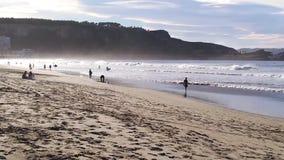 plażowego składu dramatyczni morscy ludzie sceny zmierzchu zbiory