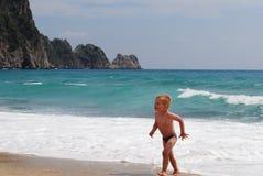 plażowej chłopiec mały bawić się Fotografia Royalty Free