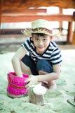 plażowej chłopiec szczęśliwy mały bawić się tropikalny obraz royalty free
