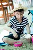 plażowej chłopiec szczęśliwy mały bawić się tropikalny obrazy royalty free