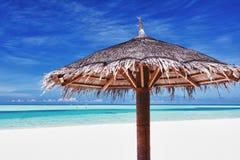plażowej laguny następny piasek parasolowy biel Obrazy Royalty Free