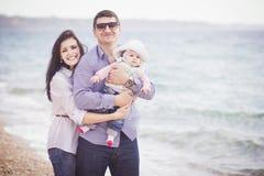 plażowej rodzinnej zabawy szczęśliwy mieć Obraz Royalty Free