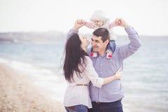 plażowej rodzinnej zabawy szczęśliwy mieć Zdjęcie Royalty Free