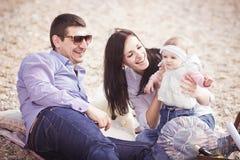 plażowej rodzinnej zabawy szczęśliwy mieć Fotografia Stock