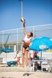 Plażowej siatkówki kobiet gracze skok usługa obraz stock