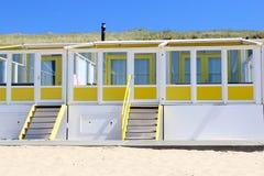 Plażowi domy wzdłuż morza, holandie Obrazy Stock