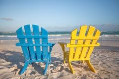 Plażowi drewniani krzesła dla wakacji i lata obrazy royalty free