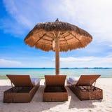 Plażowi drewniani krzesła dla wakacji i lata obraz stock