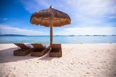 Plażowi drewniani krzesła dla wakacji i lata fotografia stock