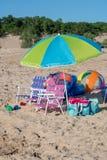 Plażowi krzesła i zabawki dla lato zabawy Zdjęcia Royalty Free