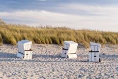 Plażowi krzesła na plaży Ahrenshoop Obraz Stock