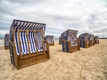plażowi krzesła zadaszali wicker zdjęcie stock