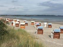 Plażowi Loungers przy Scharbeutz plażą Obrazy Royalty Free