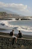 plażowi par młodych obraz stock