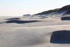 Plażowi pawilonu i piaska wzory, holendera Ameland wyspa Obraz Stock