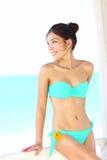 plażowi piękni bikini kobiety potomstwa Zdjęcia Stock