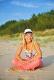 plażowi piękni siedzący lato kobiety potomstwa Obraz Royalty Free