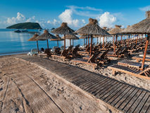 Plażowi recliners i udostępnienia w Budva, Montenegro Obraz Stock