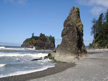 plażowi ruby seastacks fotografia stock