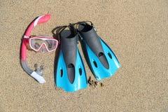 Plażowi urlopowi snorkel wyposażenia flippers i maska obrazy royalty free