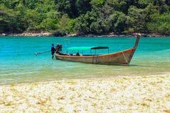 plażowy łodzi długiego ogonu tradycyjny tropikalny Obraz Stock