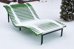 Plażowy śnieg zakrywający ławka opad śniegu zdjęcie royalty free