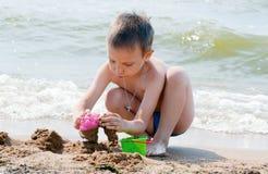 plażowy bawić się chłopiec Zdjęcie Royalty Free