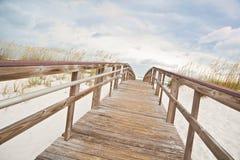 plażowy boardwalk prowadzi ocean ścieżkę Fotografia Royalty Free
