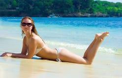plażowy brunetki dziewczyny target1561_0_ obraz royalty free