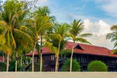 Plażowy dom lub bungalow przy denną piasek plażą, Langkawi, Malezja zdjęcie royalty free