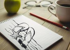Plażowy doodle na notepad obok kawowego i czerwonego ołówka Zdjęcie Stock