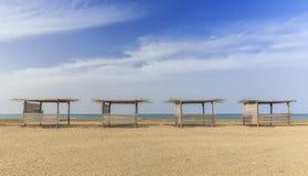 Plażowy gazebo na jeden plaże Kaspijski wybrzeże obraz stock