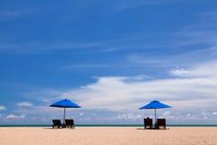 Plażowy krzesło i Plażowy parasol Obrazy Royalty Free