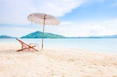 Plażowy krzesło na słonecznym dniu przy Dzwonię Yai iland, Tajlandia Zdjęcia Stock