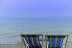 Plażowy krzesło stawia czoło pięknego spokojnego morze Zdjęcia Royalty Free
