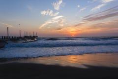 Plażowy molo wschodu słońca ocean Obrazy Royalty Free